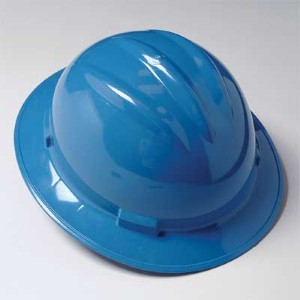 Full brim hard hat delivers a comfortable fit